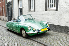 Déesse (enneafive) Tags: citroën ds oldie vintage car cabrio shiny hdr 1955 transport décapotable maastricht netherlands street cobbles oldtimer affinityphoto reflections green metallic processed malachite