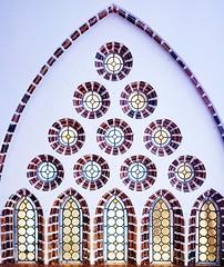 Formas de Gaudí... (vmribeiro.net) Tags: architecture spain city modernist construction antonio facade monument neogothic europe building travel tourism stone art gaudi astorga palace episcopal arc sony z1 ceiling grass room