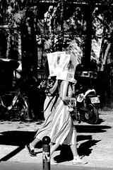 The hidden women (pascalcolin1) Tags: paris femmes women caché hidden soleil sun photoderue streetview urbanarte noiretblanc blackandwhite photopascalcolin 50mm canon50mm canon