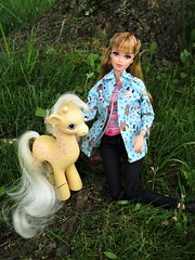 Zoo Veterinarian (flores272) Tags: zooveterinarian midge midgedoll barbie barbiedoll barbieclothing barbiefashionistas outdoors creamsiclethegiraffe mylittleponycreamsicle mylittleponygiraffe doll dolls toy toys veterinarian vet