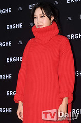 gong-hyo-jin73 (zo1kmeister) Tags: turtleneck sweater chinpusher