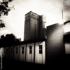 Old factory structure v2 (Pedro Nogueira Photography) Tags: pedronogueira pedronogueiraphotography photography iphoneography iphonex monochrome blackandwhite building urban streetphotography factory old urbandecay architecture