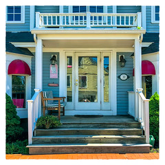 30 Ocean Avenue (Timothy Valentine) Tags: 2018 0718 portico reflection doorway vacation datesyearss bench monday kennebunkport maine unitedstates us