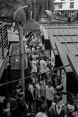 Camden market (Pou42) Tags: bw blancinegre blancoinegro blanco negro negre blanc black white blackandwhite canon camdenmarket camden london londres 60d canon60d 18200mm lightroom cielo personas edificios