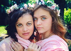 ernstgirls5 (eclecticritic) Tags: portraitphotographer portraiture mother daughter motherdaughter family familyphotographer love devotion relationship