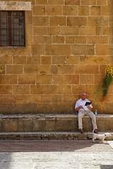 Waiting and Watching !! (jo.misere) Tags: siena hond dog man reading book boek window raam fles bottle