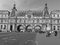 Louvre in Paris (cbizdadea) Tags: bw blackandwhite louvre paris city