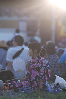 A girl waiting for fireworks._A9_2083