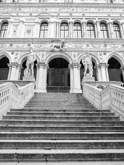 Palazzo Ducale, Venezia, Italia (gotan-da) Tags: blackwhite schwarzweiss noiretblanc blackandwhite bw monochrome venedig venice venezia palazzo ducale italy italia