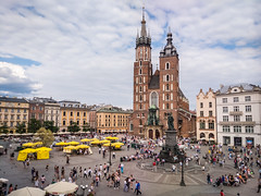 St. Mary's Basilica from Sukiennice Museum in Krakow (ctj71081) Tags: beingthere church krakow plazamayor poland stmarysbasilica