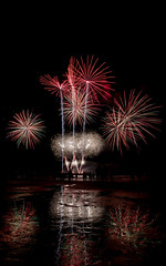 Scheveningen vuurwerkfestival 2018 (tomaszbaranowski007) Tags: fireworks vuurwerk scheveningen nederland holland beach reflection reflections strand water light long exposure