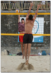 Volley Playa - 132 (Jose Juan Gurrutxaga) Tags: file:md5sum=d2649839166249ec5d23ace534c923f2 file:sha1sig=9d0d800be5b6087e006e4a545c864843ece7f39e volley playa beach hondartza boleibol voleibol semana grande zurriola donostia