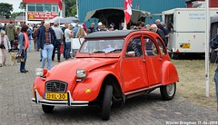 Citroën 2CV 1978 (XBXG) Tags: 33xl30 citroën 2cv 1978 2pk eend geit deuche deudeuche 2cv6 2cv4 red rood rouge classiccarsaeroplanes 2018 seppe breda international airport ehse seppeairport vliegveldseppe seppeairparc vliegveld luchthaven aéroport meeting carmeeting bosschenhoofd noordbrabant brabant nederland netherlands holland paysbas vintage old classic french car auto automobile voiture ancienne française vehicle outdoor