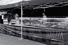 Iisalmi (Tuomo Lindfors) Tags: iisalmi finland suomi streetfoodfiesta tori marketsquare myiisalmi dxo filmpack koju stall pizza blackwhite