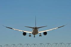 QR0329 DOH-LGW (A380spotter) Tags: approach arrival landing finals shortfinals threshold boeing 787 8 800 dreamliner™ dreamliner a7bdb qatar القطرية qatarairways qtr qr qr0329 dohlgw takeoff departure climbout airbus a319 100 oelqx palmademallorcawhynot decals stickers 2017 easyjeteuropeairlinegmbh eju ec gezdo easyjetairline ezy u2 u234eh u28183 lgwlin runway26l 26l london gatwick egkk lgw