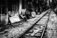 0S1A7906 (Steve Daggar) Tags: hanoi trainstreet vietnam street candid