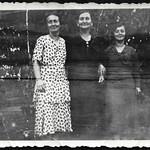 Archiv P768 Papas Oma und Tanten, Schlechtewitz, 1930er thumbnail