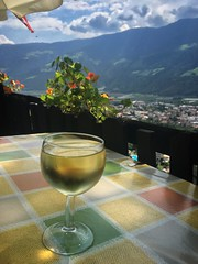 Pause. (Claudia_nt) Tags: alpine whitewine vinobianco sudtirolo southtyrol mountains alps alpi italia italy suedtirol altoadige