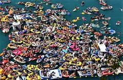 Red Bull Cliff Diving World Series in Sisikon, Switzerland: the public on the lake Lucerne (Ioan BACIVAROV Photography) Tags: redbull cliffdiving sisikon switzerland water boat lucernelake blue sport risk danger