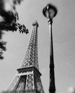 Paris Eiffelturm   💞 #paris #parisienne #eiffelturm #parisereiffelturm #france #frankreich #tourdeeiffel #trocadero #blackandwithe #blackandwhitephotography #blackandwhitefotography #monochrome #schwarzundweiß #schwarzweiss ##schwarzundwe