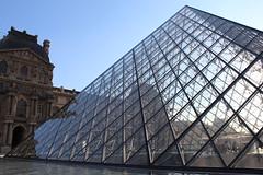 Louvre (Giulia ~) Tags: louvre paris parigi france francia piramide pyramid museo museum glass vetro art arte musée day