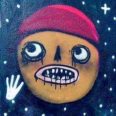 Rotkäppchen / Little Red Riding Hood / Caperucita Roja (Pascal Volk) Tags: berlin mitte torstrase berlinmitte graffiti streetart urbanart wideangle weitwinkel granangular superwideangle superweitwinkel ultrawideangle ultraweitwinkel ww wa sww swa uww uwa sommer summer verano canonpowershotg1xmarkiii 15mm dxophotolab