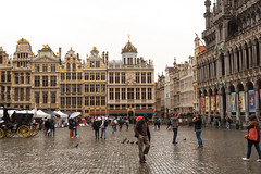 Regenachtig Brussel (Tom van der Heijden) Tags: brussel regen grotemarkt museumvandestadbrussel markt centrum belgië canon eos 60d eos60d canoneos60d