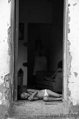 Cuba - Trinidad (jmroyphoto) Tags: cuba enfant jmroyphoto nb noiretblanc porte portrait rue street trinidad