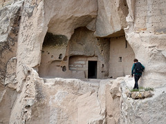 Precarious path (sixthland) Tags: 550d cappadocia ledge turkey uçhisar