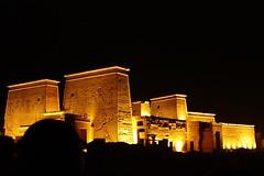 Espectáculo de luz y sonido en el templo de Philae (Cairo Day Tours) Tags: aswan tours excursiones en actividades espectáculo de luz y sonido el templo philae