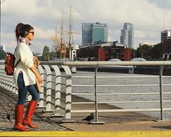 Retrato portuario (carlos_ar2000) Tags: paseo walk retrato portrait chica girl mujer woman bella beauty sexy calle street puerto port costanera riverside buenosaires argentina