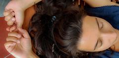 2018-08-12 - Dimanche - 224/365 - Pause - (Grand Corps Malade) (Robert - Photo du jour) Tags: 2018 aout france christine repos chaiselongue doigtcroisé pause grandcorpsmalade visage cheveux yeuxfermès
