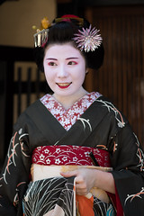 fine (byzanceblue) Tags: kyoto maiko geisha geiko kagai japan japanese woman girl female beauty cute beautiful 京都 kimono gion dance lovely 舞妓 舞踊 traditional kanzashi formal 祇園 black 花街 white color colour flower nikkor background people photo portrait professional lady lovery 芸妓 着物 bokeh red traditonal summer natural 祇園甲部 祇をん ぎをん fresh shadow 黒紋付 shirt nakagishi konatsu