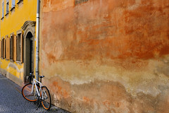 18075328 (felipe bosolito) Tags: wall yellow red orange old bike bicycle new weimar goethe goethe´shome germany fuji xpro2 xf23f14 velvia