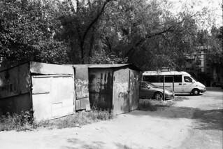 två garage - två bilar