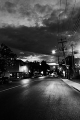 5h20 du matin, la nuit est encore là... (woltarise) Tags: bélanger rue 5h20am nuit aube ambiance iphone7 rosemont quartier montréal