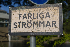 FARLIGA STRÖMMAR (KOKONIS) Tags: sign farligaströmmar skylt nikon d600 scandinavia skandinavia europe europa sweden sverige västragötaland trollhättan