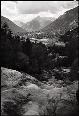 Fuji GW690II + Ilford Fp4+ (t h o m a s h e k) Tags: analogico argentico analogic bn bw byn developed epsonv500 film fm fuji formatomedio fujigw690 fujifilmgw690 gw690ii hc110 ilford ilfordfp4plus fp4 kodakhc110 landscape mediumformat mf montaña mountain medioformato pelicula paisaje pirineos selfdeveloped senderismo hinking