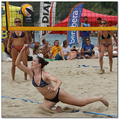 Volley Playa - 128 (Jose Juan Gurrutxaga) Tags: file:md5sum=b003ac26d09ff5b1d327faa502a06ebe file:sha1sig=1c370169406251984b8cfae498cb18086fc423c0 volley playa beach hondartza boleibol voleibol semana grande zurriola donostia