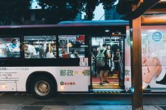 (Kevin .H) Tags: taiwan taipei street urban car bus people stranger light night shop kids cafe sony a6300 16mm f14 台灣 台北 街拍 公車 咖啡廳 陌生人 燈光 晚上 夜晚