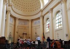 La répétition (358/365) (chando*) Tags: 365 project365 bruxelles brussels église church saintjacquessurcoudenberg orchestre orchestra musique music musiciens musicians répétition rehearsal
