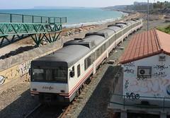 Camellos junto al mar (mabra68) Tags: camello renfe 592 alicante tren ferrocarril cercanias diesel