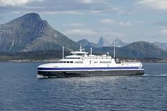 """Lødingen"" (OlafHorsevik) Tags: lødingen lmg torghattennord thn ferge ferga ferry ferja ferje bognes ofotfjorden vestfjorden vestfjordfergene"