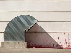 Skopje (Til..) Tags: wand wall colour farbe vrom skopje macedonia mazedonien shadow schatten fujifilmx10 rot red spritzer splash
