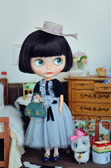 Her other pair of eye chips are blue. (Moonrabbit_ly) Tags: blythe blythedoll customblythe doll dollhouse diorama miniature rement onesixth