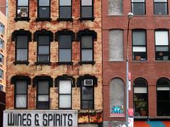 Bowery Street | East Village (Clara Ungaretti) Tags: urban street streetlife streetphotography graphic graffiti streetart art architecture arte archdaily artist arquitetura artista nyc ny newyork newyorkcity novayork america northamerica estadosunidos estadosunidosdaamérica unitedstatesofamerica unitedstates us usa