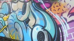 449 (en-ri) Tags: easy evasio giallo azzurro arrow video train torino graffiti writing nero arancione viola uao crew