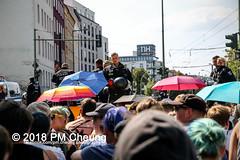 Rudolf-Heß-Gedenkmarsch 2018: Mord verjährt nicht! Gebt die Akten frei! Recht statt Rache  und Gegenprotest: Keine Verehrung von Nazi-Verbrechern! NS-Verherrlichung stoppen! – 18.08.2018 – Berlin –IMG_6163 (PM Cheung) Tags: rudolfhessmarsch wwwpmcheungcom berlin mordverjährtnichtgebtdieaktenfreirechtstattrache neonazis demonstration berlinspandau spandau friedrichshain hesmarsch rudolfhes 2018 antinaziproteste naziaufmarsch gegendemonstration 18082018 blockade npd lichtenberg polizei platzdervereintennationen polizeieinsatz pomengcheung antifabündnis rechtsextremisten protest auseinandersetzungen blockaden pmcheung mengcheungpo pmcheungphotography linksradikale aufmarsch rassismus facebookcompmcheungphotography keineverehrungvonnaziverbrechernnsverherrlichungstoppen antifaschisten mordverjährtnicht rudolfhesmarsch sitzblockaden kriegsverbrechergefängnisspandau nsdap nskriegsverbrecher geschichtsrevisionismus nsverherrlichungstoppen hitlerstellvertreterrudolfhes 17august1987 rathausspandau ichbereuenichts b1808 festderdemokratie verantwortungfürdievergangenheitübernehmen–fürgegenwartundzukunft rudolfhessmarsch2018 rudolfhesgedenkmarsch rudolfhesgedenkmarsch2018