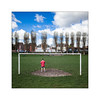 Pratique du sport collectif. (Scubaba) Tags: europe france pasdecalais couleurs gardiendebut but football rouge solitude colors goalkeeper goal red lonelyness carré square