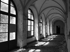 pas âme qui vive (objet introuvable) Tags: blackandwhite bw nb urbex monochrome window febêtre light lumière ombre shadow silence